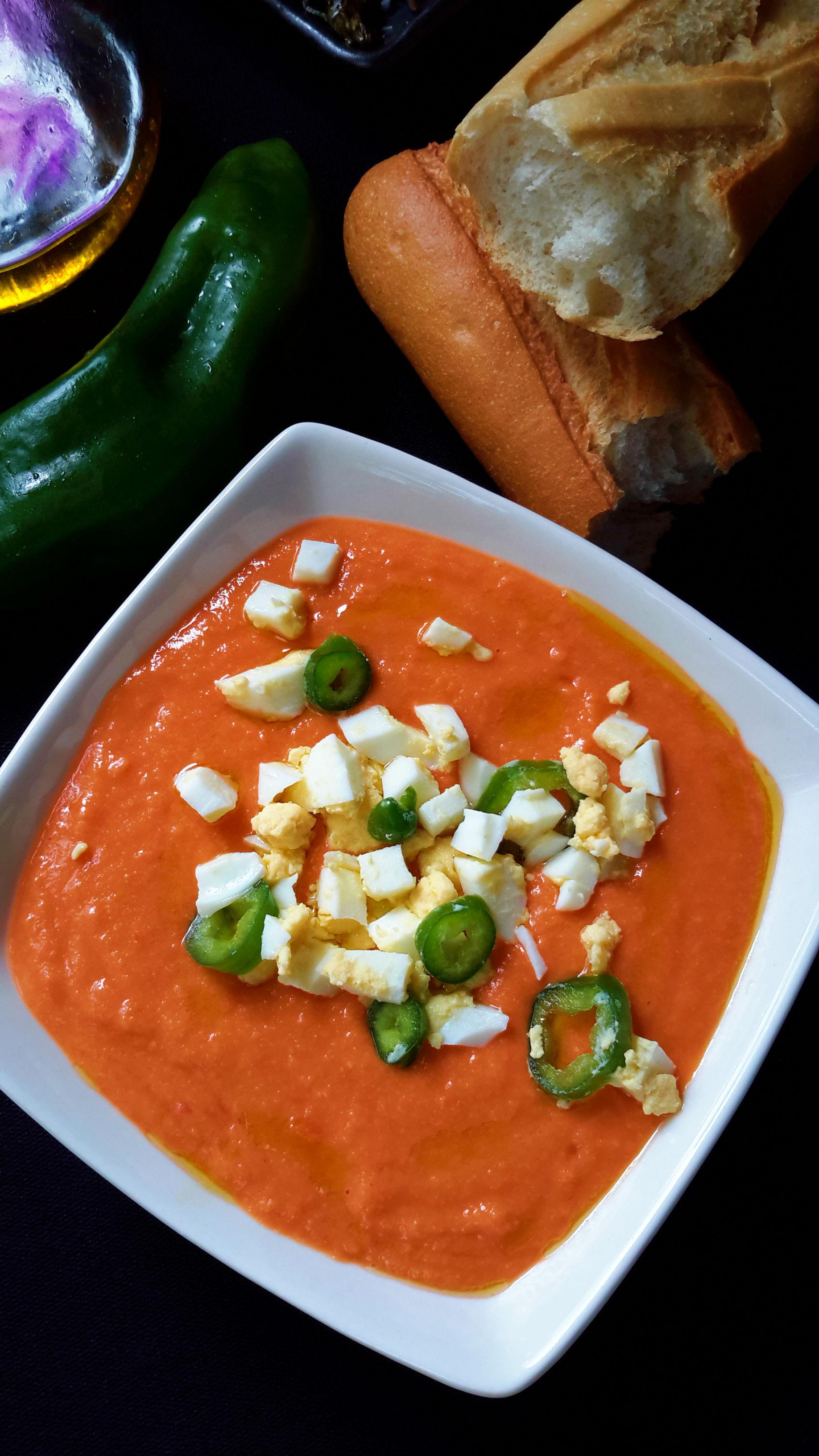 Salmorejo - Spanish vegetarian cold tomato soup
