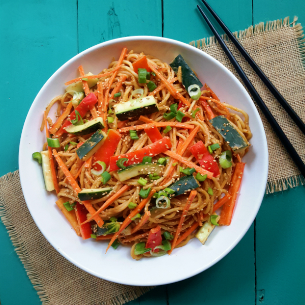 Pasta and fresh, crisp vegetables in a sweet and savory peanut sauce. So simple and quick to prepare, you´ll make this recipe again and again!