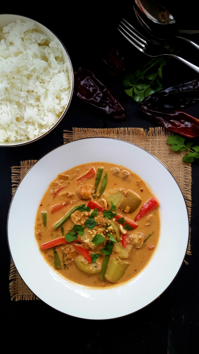 A mild Thai-style curry loaded with spices and flavour. This version is perfect for vegans, vegetarians and everyone!