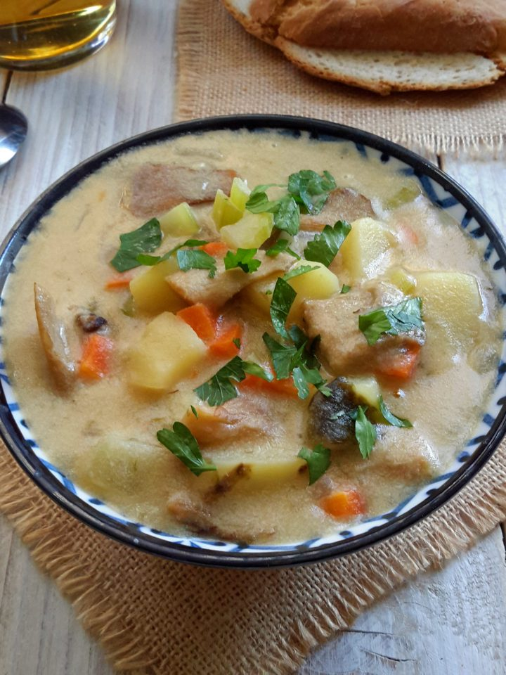 My vegan version of clam chowder. A simple, hearty soup made with vegetables and oyster mushrooms cooked in a briny, umami sauce. Great for vegetarians, vegans and whoever!