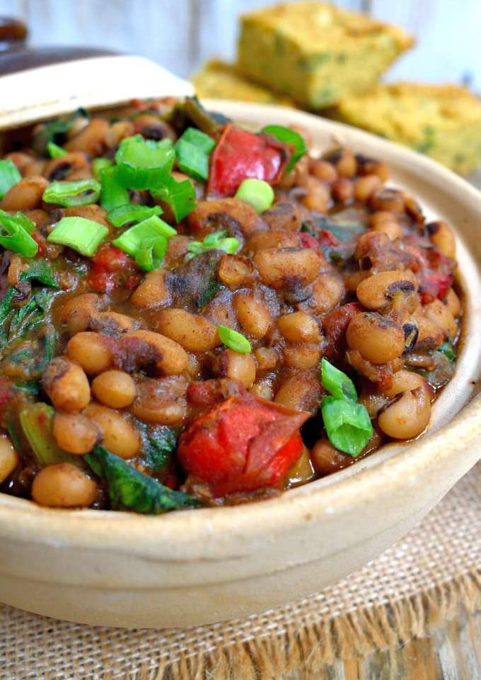 These smoky Cajun-style black-eyed peas will surprise you with how much flavour can come out of such simple ingredients. Beans, onion, red pepper, (lots of) garlic, chard and a good mix of spices is all you need to get a filling dish and a healthy dose of vitamins. A great vegetarian or vegan main dish or side.