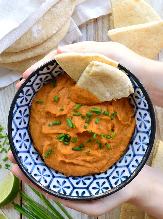 This chipotle white bean spread is ready in five minutes and full of flavour. It's vegan/vegetarian-friendly and can be used as a tasty addition to burritos, sandwiches, wraps, quesadillas or as a dip with crackers or pita bread.