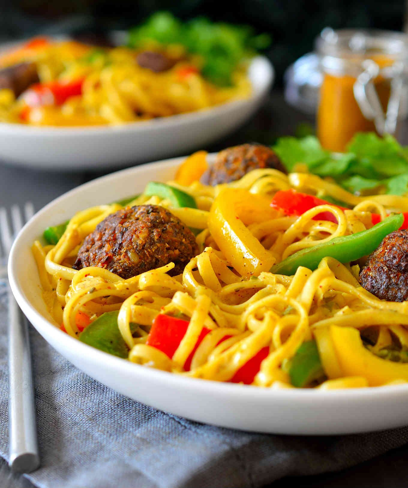 This rasta pasta recipe is a total flavour bomb. Served with delicious vegetarian walnut balls and crisp bell pepper in a creamy curry coconut sauce, this vegan dish is hearty and will keep you full for hours!
