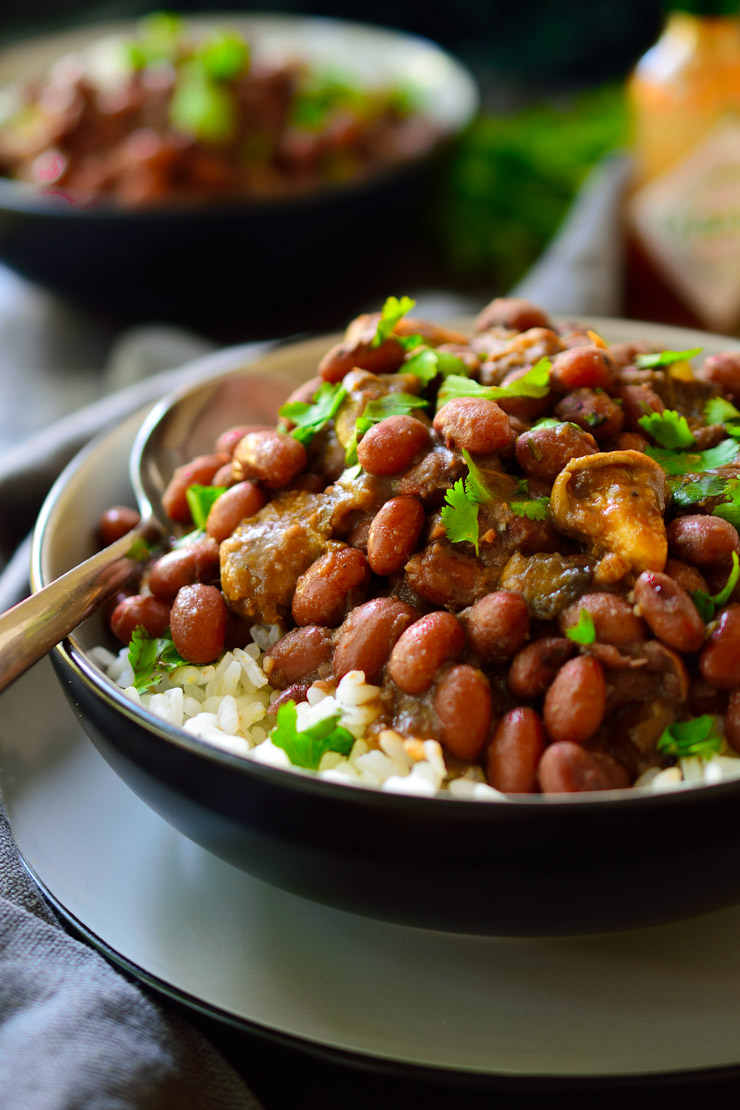 This vegan red beans and rice recipe is a filling meal packed with flavour and made with simple, inexpensive ingredients. This New Orleans classic is veganized with the help of marinated oyster mushrooms which give this dish a great smoky flavour and a satisfying meaty texture.